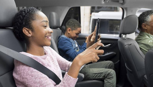 kids with cellphone inside car