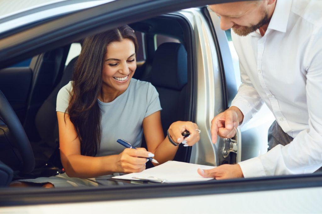woman sign loan